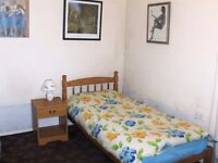 Double sized, single bedroom for rent in 3 bedroomed spacious flat 5 minutes from town center