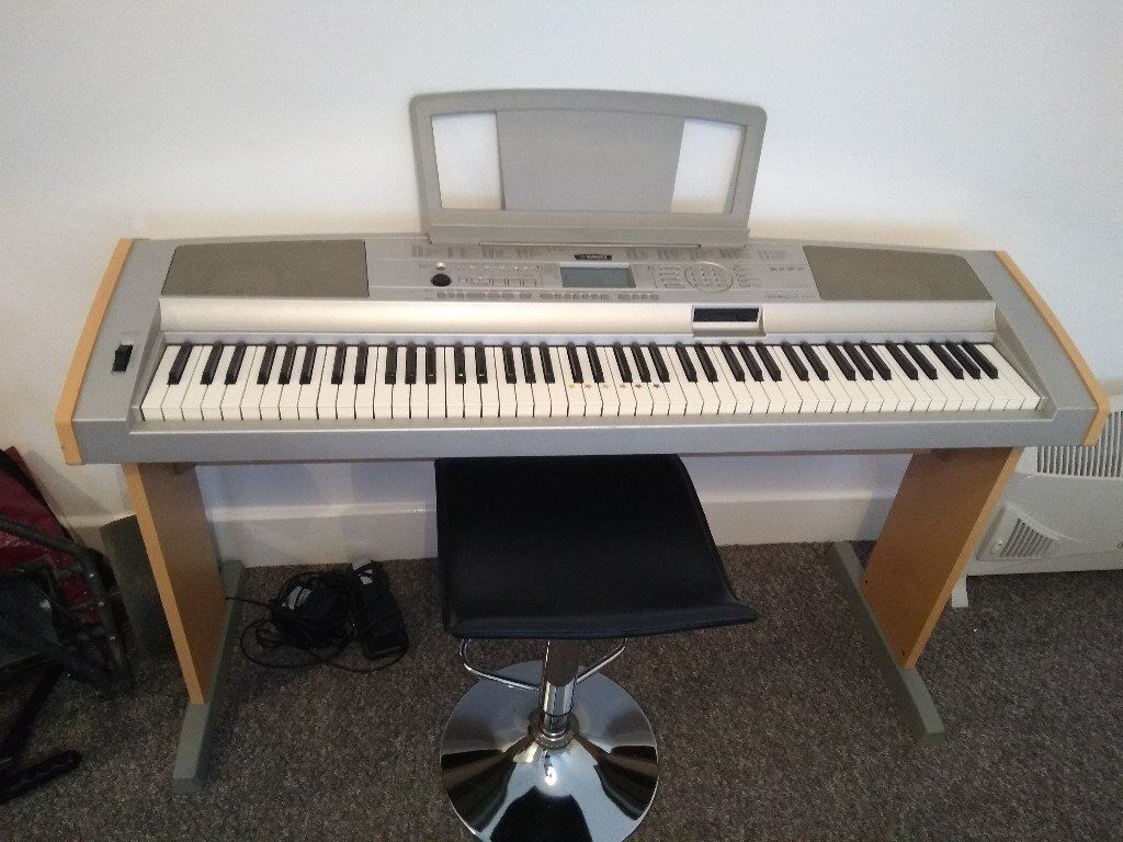 yamaha portable grand dgx 500 digital piano with beech wood effect stand good condition in. Black Bedroom Furniture Sets. Home Design Ideas