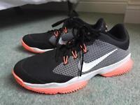 Ladies Nike clay court tennis shoe size 6