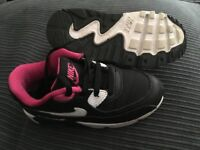 Girls Nike air trainers 'young girls size 8.5