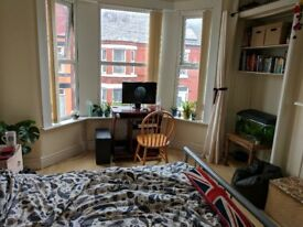 Double Room in Spacious House - All Bills Included