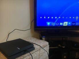Playstation PS4 - 500gb - with games and controller - good condition