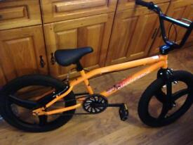 DIAMONDBACK BMX ON SUPER GREAT CONDITION WITH ALLOYS WEELS AND NEW BRAKE PADS