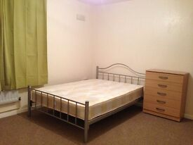 Double room available in Roehampton near Putney Zone2 bills included