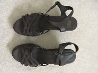 Brown wedged sandals (size 6) in brand new condition!