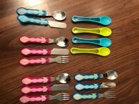 Sets of children's cutlery: baby spoons, knife/fork/spoon sets blue and pink