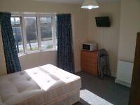 Studio flat in Western Avenue W37TX for Couple £850pm Incl Bills