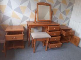 Solid pine 5 piece bedroom set