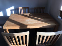 Wooden Kitchen Table with 4 Chairs in Excellent Condition