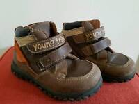 Boys size:8UK brown boots