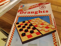 VINTAGE 1990 MB TRAVELPAX MAGNETIC PIECES DRAUGHTS