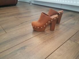 BNWT TAN SUEDE HIGH HEEL SIZE 5