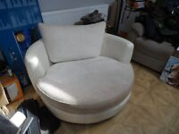 Large round swivel sofa (white / cream)