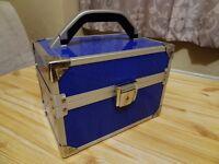 LARGE SIZE STYLISH JEWELLERY BOX.