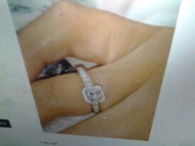 Beautiful and stunning 1ct vvs1 diamond ring set in platinum