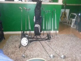 Hardly used set of quality Golf Clubs.