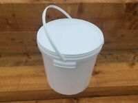 Brand New 20 litre White Plastic Buckets with Tamper Evident Lids (foo