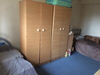 Double room share 2 people in a big double room in Stratford
