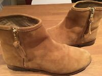 Girls suede boots - size 4