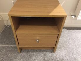 Set of two bedside tables with drawers