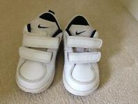 Nike toddler trainers - size 4.5uk