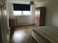 A double room to rent, £160 a week plus 1 week deposit, between wood green and bounds green station