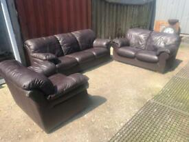 3 set leather coach in excellent condition *delivery option available