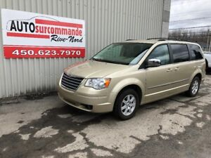2010 Chrysler Town & Country Touring -- VÉHICULE ADAPTÉ HANDICAP