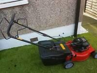 Self proppeled petrol lawnmower