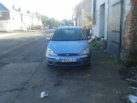 ford focus for sale good runner good condicion 8 months mot 550 or offers my nummber is 07481101394