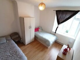 DOUBLE ROOM FOR A COUPLE OR 2 FRIENDS AVAILABLE TODAY!! AREA: BOW/ E3