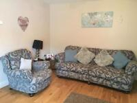 4 seater suite plus 2 arm chairs