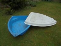 Boat sand pit with lid