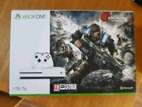 Xbox One 1tb White Console with Joypad and Gears of War Ultimate Edition
