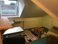 Single Attic room in a shared house in Winton close to uni