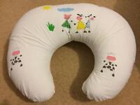 Widgey Breastfeeding/Nursing Pillow, Cream with animal print, Exc. Cond