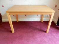 An Oak Dining Table in good condition.