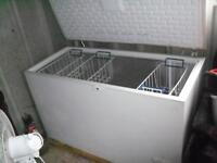 FREEZER CHEST FREEZER WITH ALOT OF STORAGE SPACE & BASKETS TO ORGANISE FOOD CAN ARRANGE DELIVERY
