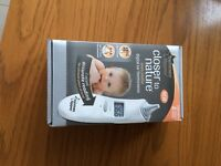 Tommee Tipee Closer to Nature Digital Ear Thermometer with 1 box of hygiene covers (40)