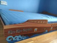 Pirate single bed