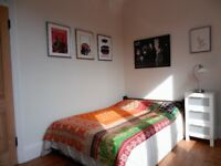 LARGE SPACiOUS BEAUTiFUL BRiGHT SUNNY DOUBLE ROOM iN CENTRAL READiNG