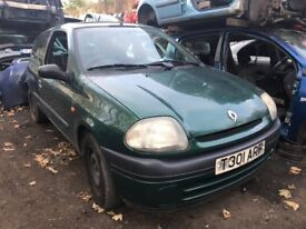 Renault Clio 1.2 Petrol 1999 Green 3dr Breaking For Spares *Wheel Nut*