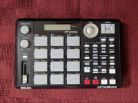 Akai MPC 500 Sampler, Drum Machine and Sequencer (with upgraded RAM)