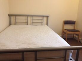 DOUBLE ROOM, FURNISHED, MODERN AND CLEAN, BILLS INCLUSIVE, PERFECT FOR PROFESSIONALS
