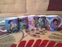 5 child-sized Disney cups