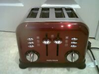 MORPHY RICHARDS RED ACCENTS 4 SLICE TOASTER.