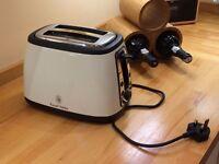 Russell Hobbs 2 slice toaster (cream).