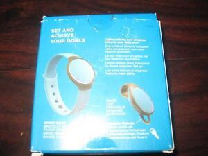 Misfit Flash Fitness Activity Tracker. Monitor Sleep, Calories, Distance travel, Steps taken. WaterProof 30M. NEW