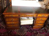 Immaculate beautiful reproduction desk