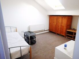Large en-suite room for rent